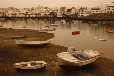 De stad van Arrecife op het eiland Lanzarote op de Canarische Eilanden van Spanje in de Atlantische Oceaan. op het eiland Lanzarote op de Canarische Eilanden van Spanje in de Atlantische Oceaan. Redactioneel