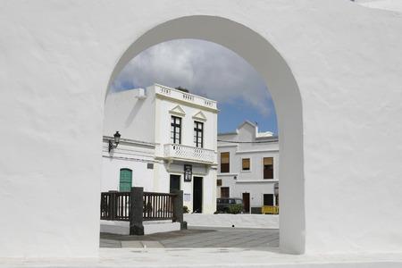 het dorp Haria op het eiland Lanzarote op de Canarische Eilanden van Spanje in de Atlantische Oceaan. op het eiland Lanzarote op de Canarische Eilanden van Spanje in de Atlantische Oceaan. Redactioneel