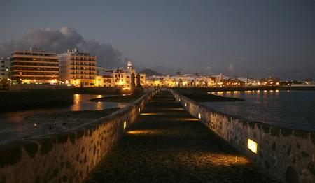 De stad van Arrecife op het eiland Lanzarote op de Canarische Eilanden van Spanje in de Atlantische Oceaan. op het eiland Lanzarote op de Canarische Eilanden van Spanje in de Atlantische Oceaan. Stockfoto