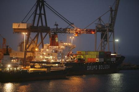 大西洋のスペインのカナリア島に島のフェルテベントゥラ島の都市プエルト ・ デル ・ ロザリオの港。 写真素材 - 32157190
