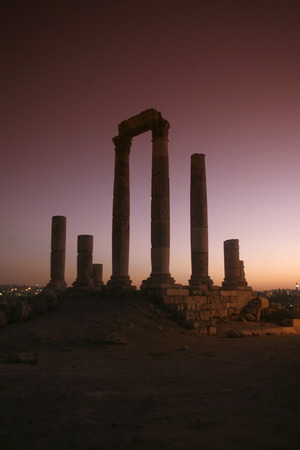 asien: ASIEN, NAHER OSTEN, JORDANIEN, AMMAN, UEBERSICHT, ZENTRUM,  ZITADELLE, RUINE Die Ruinenanlage in der Zitadelle auf einem Huegel mitten im Zentrum der Jordanieschen Hauptstadt Amman  im Oktober 2007.  (KEYSTONEUrs Flueeler)