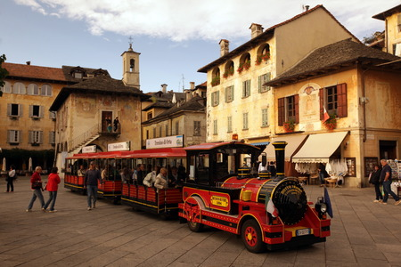 italien: The Square in the Fishingvillage of Orta on the Lake Orta in the Lombardia  in north Italy.