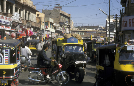 trafic: the trafic  in the town of Jaipur in Rajasthan in India.