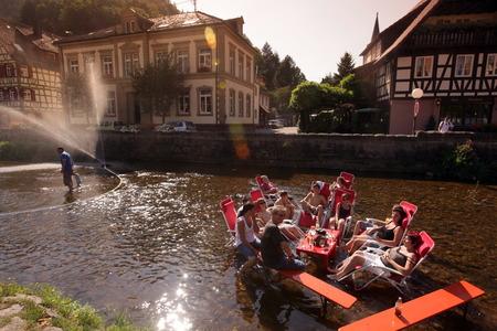 sonntag: Ein Sommerfest in der Altstadt von Schiltach im Schwarzwald mittleren im Sueden von Deutschland.