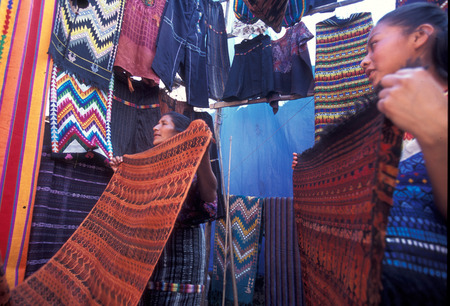 farbe: people in traditional clotes at the Market in the Village of  Chichi or Chichicastenango in Guatemala in central America.
