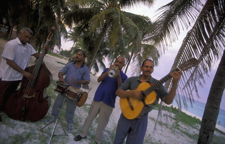 musik: a salsa Music Band on the coast of Varadero on Cuba in the caribbean sea.