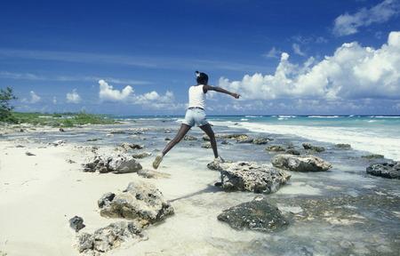 Ein Strand an der Küste von Varadero auf Kuba in der Karibik. Standard-Bild - 35731506