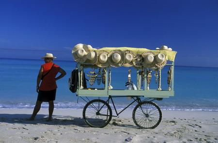 Ein Strand an der Küste von Varadero auf Kuba in der Karibik. Standard-Bild - 35731785