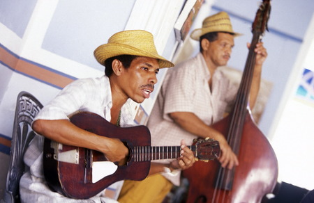 musik: a salsa band in the city centre in the old Town of the Village of trinidad on Cuba in the caribbean sea.
