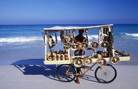 Ein Strand an der Küste von Varadero auf Kuba in der Karibik. Standard-Bild - 35731868