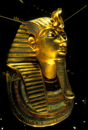 afrika: the mask of Tutankhamun in the Egyptian museum in the city of Cairo in Egypt in North Africa. Editorial