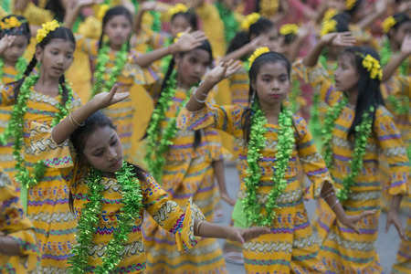 traditional dance: Traditional Dance Girls at the Thingyan Water Festival at the Myanmar New Year in the city centre of Mandalay in Manamar in Southeastasia.