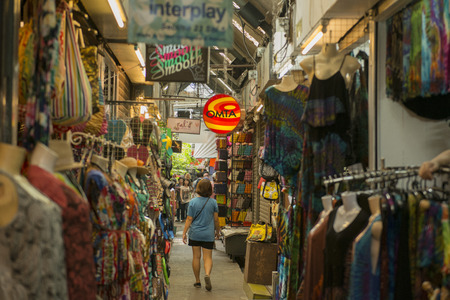 辻タイのバンコク市内で、チャトチャク ウィーク エンド マーケットで買い物。
