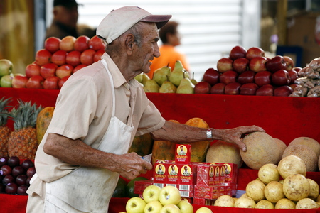southamerica: people at the fruitmarket in the town of Maracaibo in the west of Venezuela.