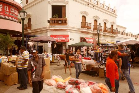 ベネズエラの西のマラカイボの町で路上生活。