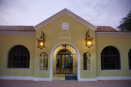 casa colonial: una casa colonial y la Casa de Música, la Casa, musica, en la ciudad de Coro, en el oeste de Venezuela. Editorial