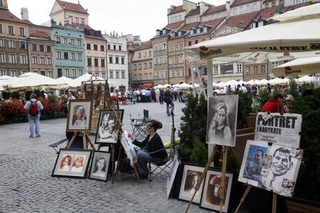 ein Straßenmarkt in der Altstadt in der Stadt Warschau in Polen, Osteuropa.