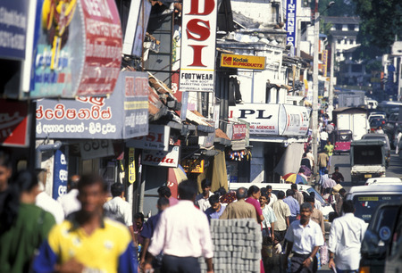 kandy: a shopping street in the town of Kandy of Sri Lanka in Asien.