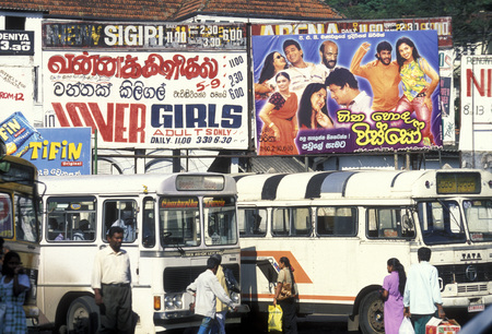 bus station: a bus station in the town of Kandy of Sri Lanka in Asien. Editorial