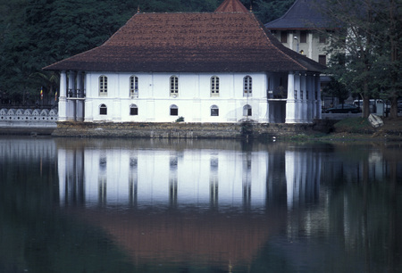 kandy: the Kandy lake in the town of Kandy of Sri Lanka in Asien.