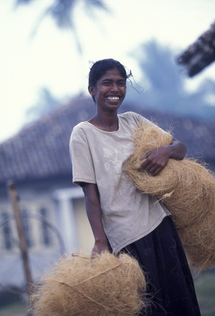 asien: a women at work near the town of Hikkaduwa in the southwest of Sri Lanka in Asien.