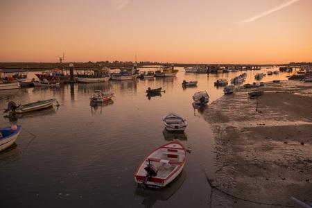 風景と海岸ヨーロッパのポルトガルの南部アルガルヴェ地方のサンタ ルジアの町で。 報道画像