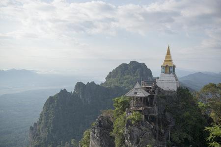北タイのランパーン市北ワット Chalermprakiet Prajomklao Rachanusorn 寺院。 写真素材