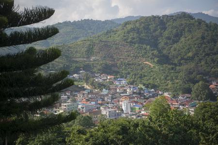 メーサイの町、フロント、タイ、トップ、市北タイのチェンライの北でタイ ・ ミャンマー国境のミャンマー Tachilek 町。