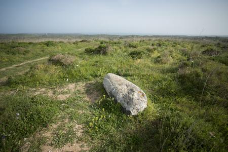 ヨーロッパでポルトガルのアルガルヴェ地方 Zavial 村の近く白い巨石記念碑。