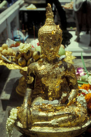 a buddha figure at a ceremony in the Wat Phra Kaew in ko ratanakosin in the city of Bangkok in Thailand in Southeastasia.    Thailand, Bangkok, April, 2001 新聞圖片