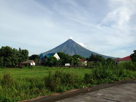 mayon: mayon volcano legazpi city Philippines