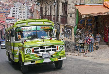 la: La Paz, Bolivien, Dezember 2009 - Local Bus in die Stadt von La Paz, Bolivien  Editorial