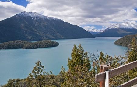 nahuel huapi: Largo (Lake) Nahuel Huapi in Nahuel Huapi National Park, Argentina.