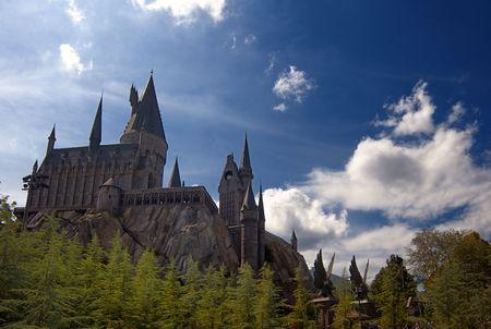 alfarero: Castillo de Hogwarts en el mundo magico de Harry Potter, Florida, 15 de octubre de 2010. Se le llevó 5 años y costó aproximadamente 265 millones de dólares para construir.  Editorial