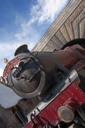 treno espresso: Hogwarts Express Train presso il mondo dei maghi di Harry Potter, Florida, 15 ottobre 2010.  Ci sono voluti 5 anni e 265 milioni di dollari per costruire. Editoriali