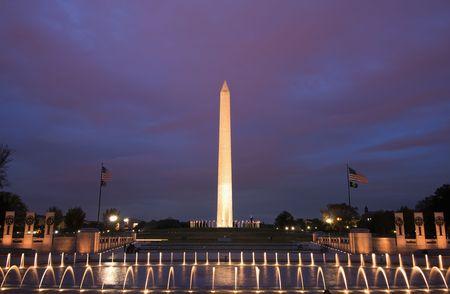george washington: El monumento a Washington al atardecer.