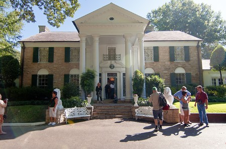Elvis Presley's Graceland, September 30th 2010. It has become the second most-visited private home in America with over 600,000 visitors a year. Only the White House has more visitors per year. 에디토리얼