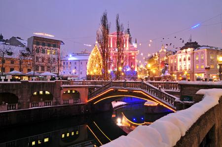 お正月とクリスマスのお祝いの装飾、リュブリャナ
