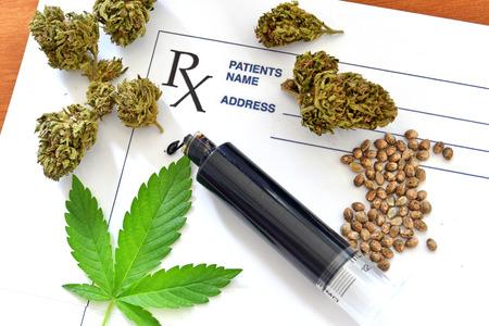 Hash oil and medical cannabis, cannabis seeds and prescription paper Zdjęcie Seryjne