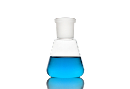 Erlenmeyer flask with blue liquid on white background Zdjęcie Seryjne - 119846791