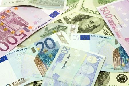 fondos violeta: Un centenar de quinientos d�lares y billetes en euros