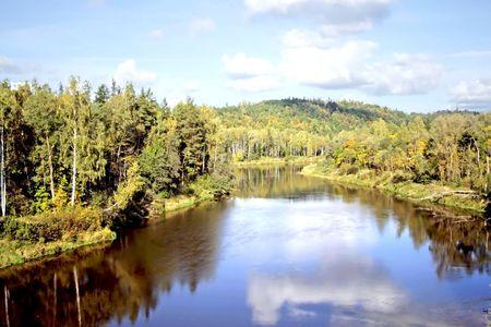 sigulda: Parque Nacional Sigulda, r�o Gauja Foto de archivo