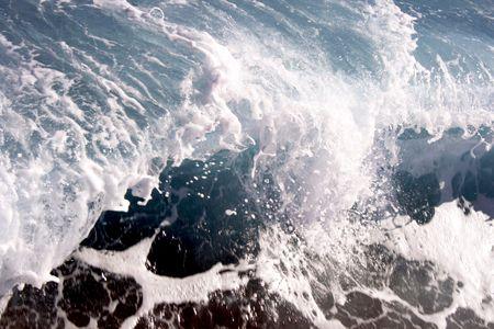 big wave: Ola turquesa transparente del Mar Rojo
