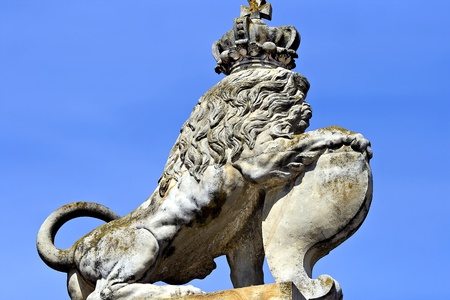 rundale: Statue of lion in a crown - detail Rundale Palace, Latvia