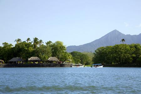 ニカラグア湖 (または湖 Cocibolka) とコンセプシオンの活火山 写真素材