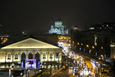 Russland, Moskau, Dezember, 30, 2014 - Nacht-Panorama der Manege-Platz und der Tempel des Christ des Retters in Moskau, Russland