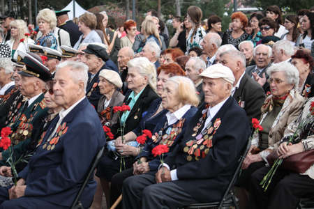 KHABAROVSK, RUSSIA - SEPTEMBER 02.2016: Old Russian veterans wearing orders and medals during festivities devoted to the 71-th anniversary of the World War II Ending on September 2, 2016 in Khabarovsk 新闻类图片