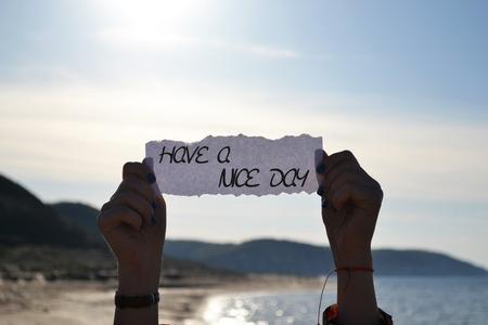 sonne: haben einen schönen Tag-Karte mit einem Strand Hintergrund