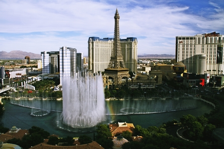 lasvegas: LAS VEGAS NV, USA-Oct 28: The Bellagio Fountains at evening on Oct 28, 2015 in Las Vegas, USA. More than 1,200 dancing fountains on a lake make show of water