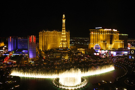 bellagio fountains: LAS VEGAS, USA-Oct 28: Fountains of Bellagio on Oct 28, 2015 in Las Vegas. Is a large dancing water fountain synchronized to music, the fountains of Bellagio, which have featured in several movies. Editorial